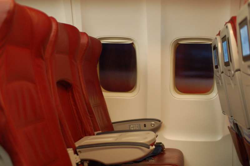 http://www.harshbutfair.org/linked/airliners.net/DJPremiumY/03_PremiumSeats.jpg